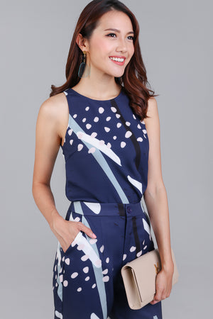 Jubilee Graphic Top in Navy