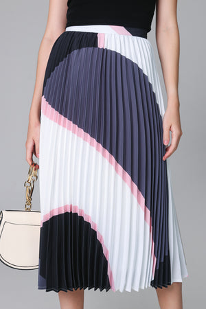 Backorder* Latitudes Graphic Pleated Skirt in Grey Pink