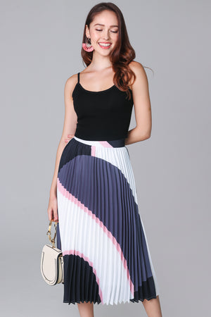 Restocked* Latitudes Graphic Pleated Skirt in Grey Pink