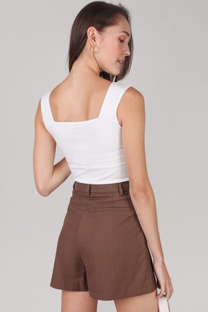 Chelsea Tailored Shorts in Chocolate