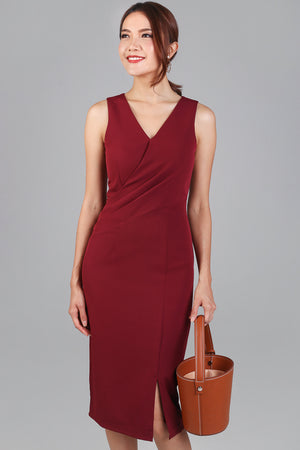 Monday Meeting Fitted Dress in Wine