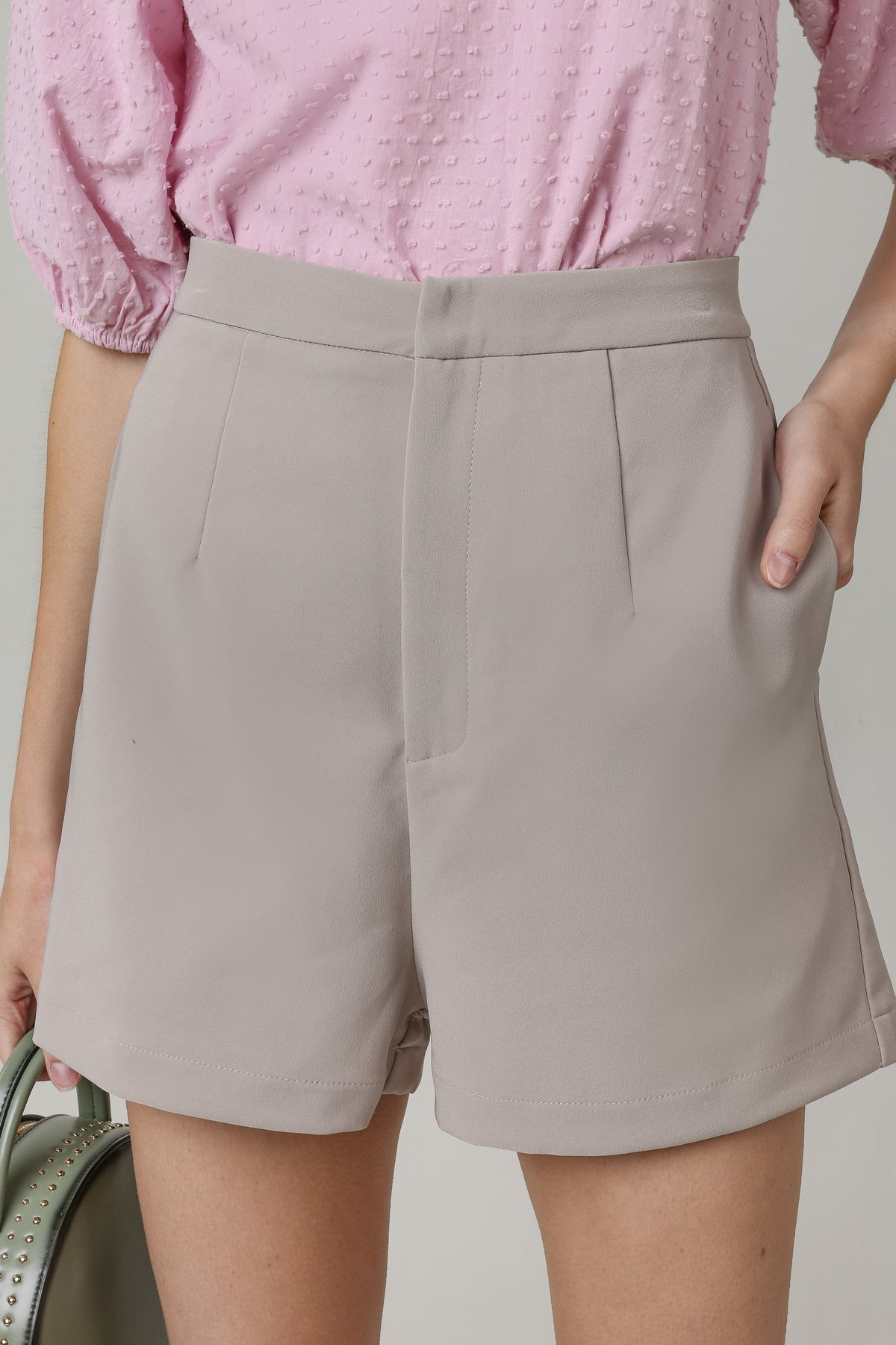 Quinn Tailored Shorts in Sand