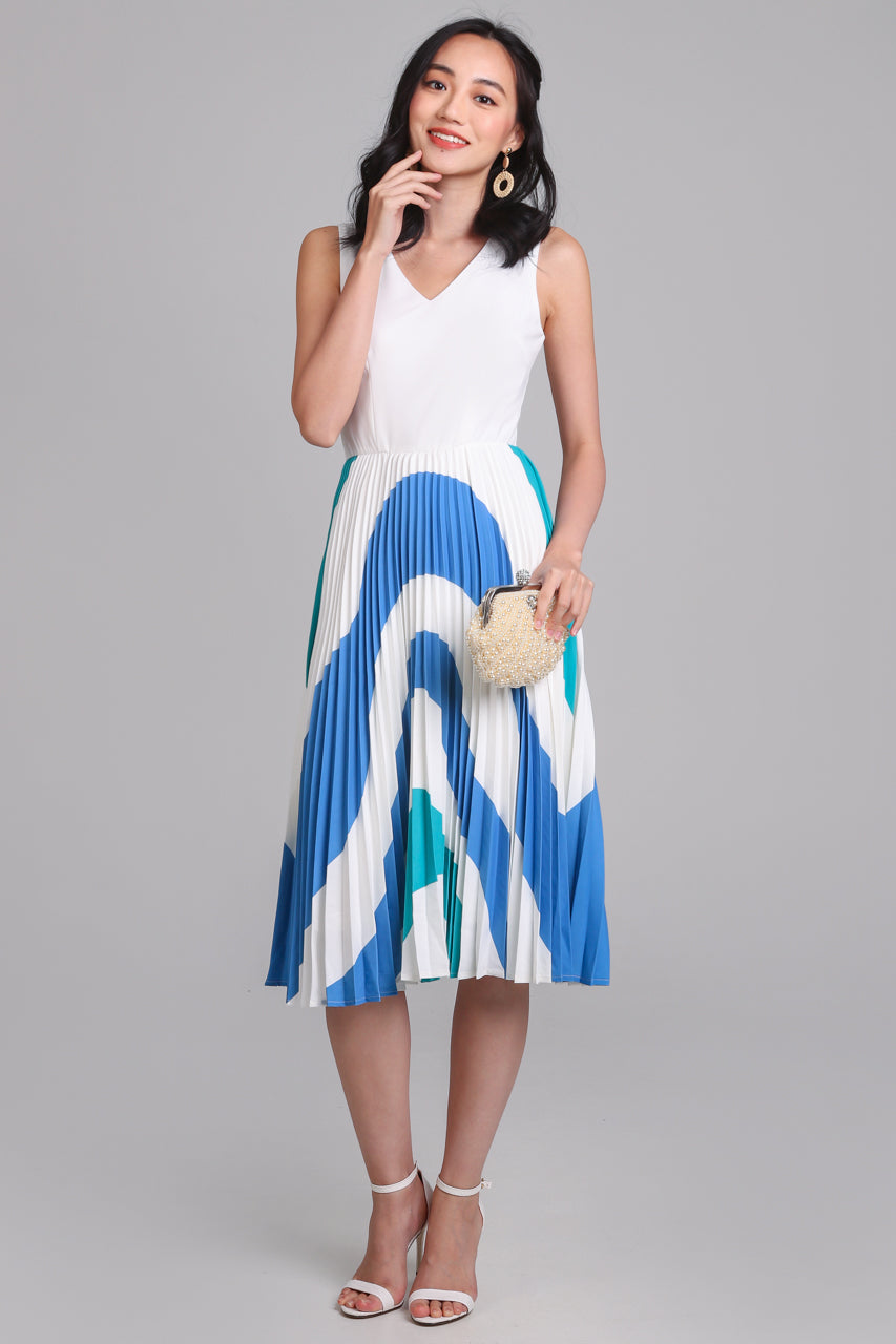 Ripple V-Neck Pleated Dress in Blue