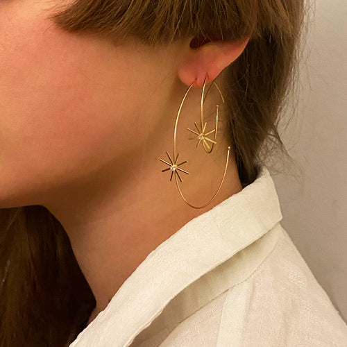 Pop Up Daisy Medium Diamond Hoop Earrings