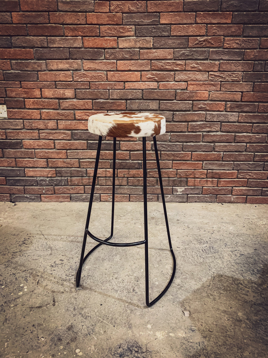 Minimalist Brown and white Bar stool   lucky-furniture-handicrafts.