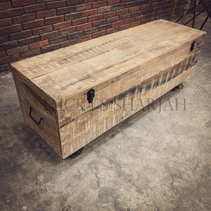 Boho Industrial Trunk on wheel   lucky-furniture-handicrafts.