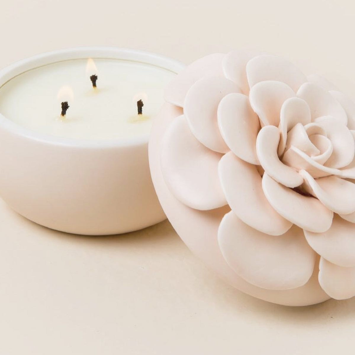 COCONUT MILK MANGO FLORAL CANDLE - ILLUME