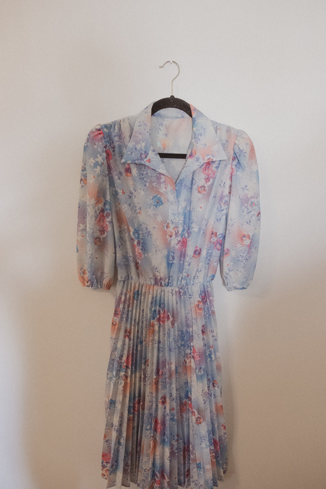 VINTAGE WATERCOLOR PLEATED DRESS (S)