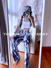 Load image into Gallery viewer, Flowy B&W Pants - themondaygetaway.