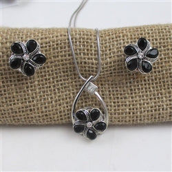 Designer's choice black flower pendant necklace & earrings