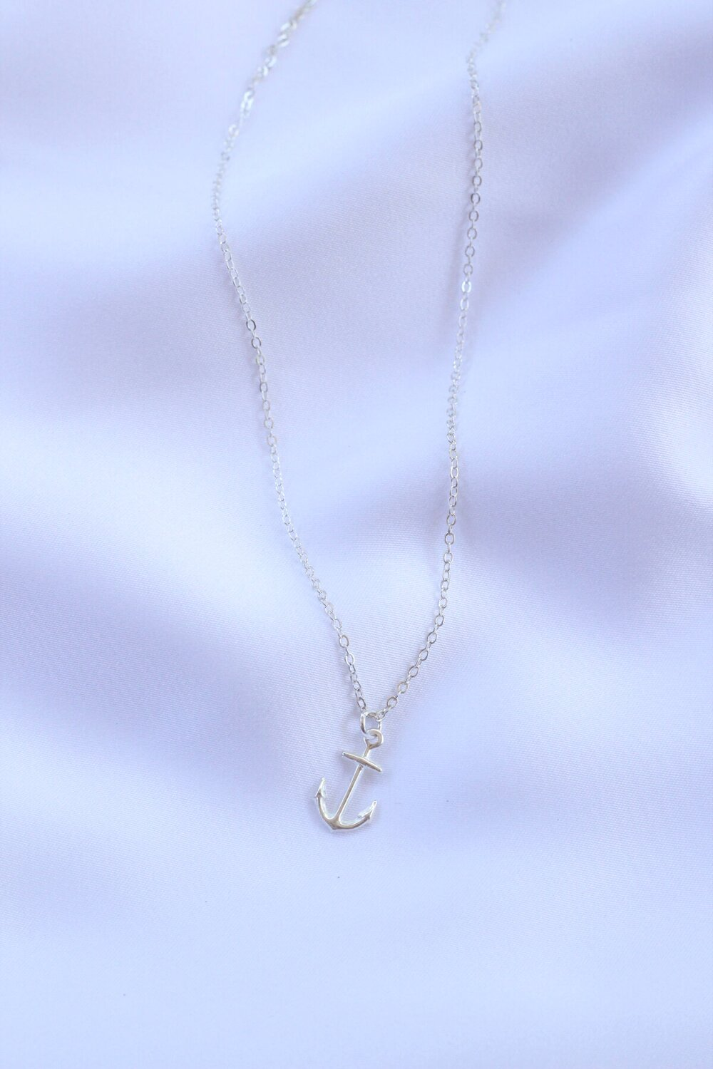Anchor I necklace