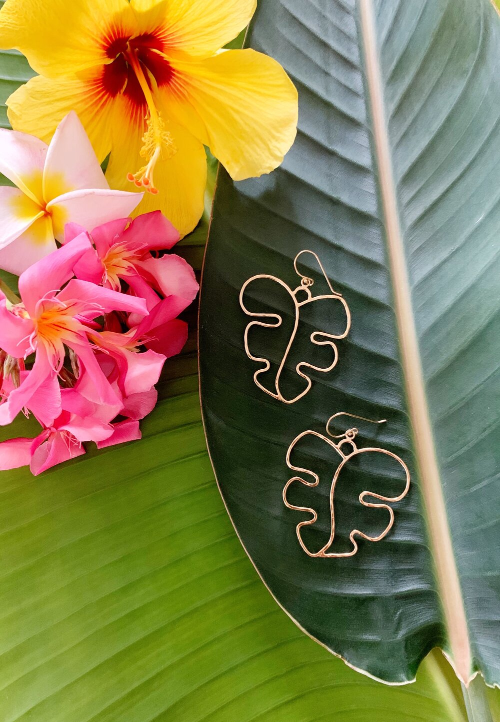Monstera Silhouette drop earrings