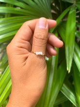 Load image into Gallery viewer, Mini Trio White Pearls ring