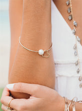 Load image into Gallery viewer, White Pearl Love Heart bangle