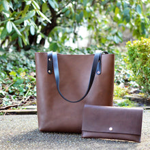 Load image into Gallery viewer, Medium Classic Tote - Chocolate Brown Leather
