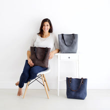 Load image into Gallery viewer, Medium Classic Tote - Grey Leather