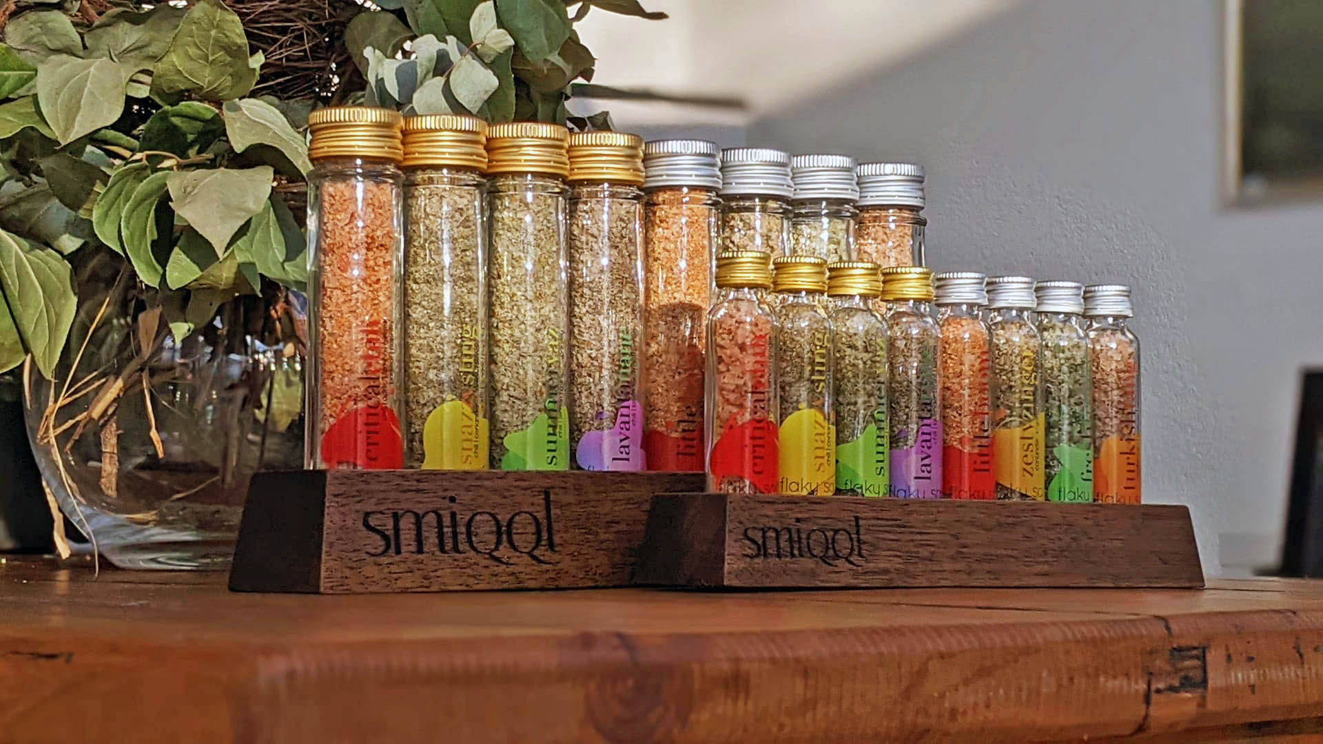 SMIQQL Stand for small flaky salt bottles