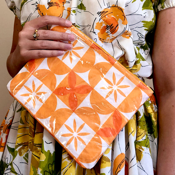 Plastic-Covered Zip Pouch in Picnic Daisies