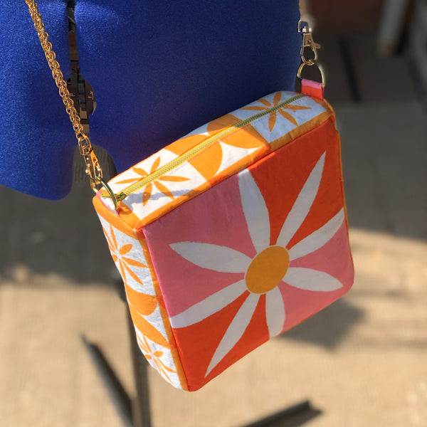 Crossbody Bag in Double Daisy