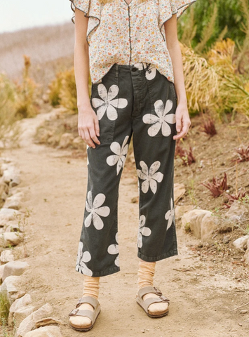 The vintage army pant washed black with daisy print
