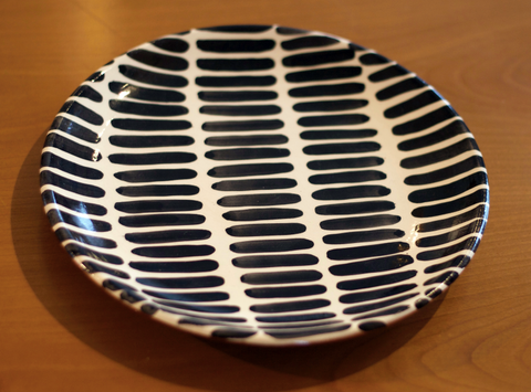 black and white dash large dinner plate