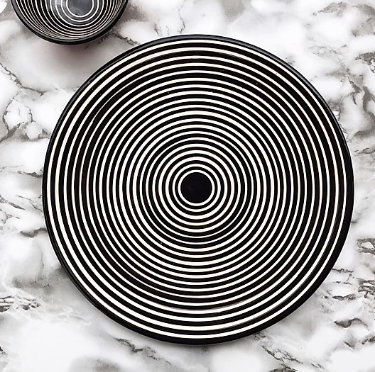 Dinner plate black circular stripe