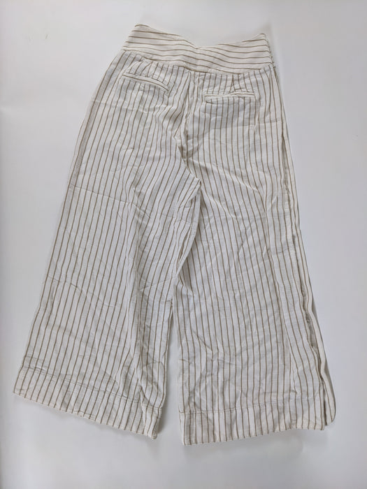 Anthropologie Gaucho Capris w/ Button Detail Size 00 Petite