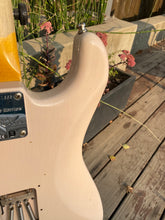 Load image into Gallery viewer, Fender Stratocaster 1961 Journeyman Relic Shell Pink 2019