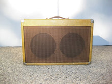 Load and play video in Gallery viewer, Fender Tweed Super 5F4 Amp Chassis 1959 in aftermarket cabinet