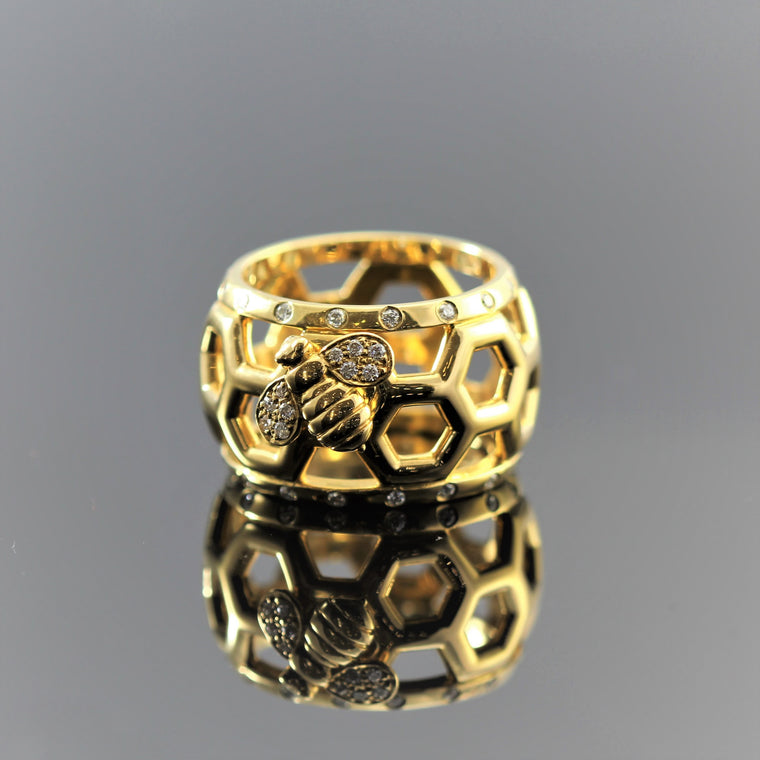 18k Yellow Gold Honeycomb & Bee With Diamond  Dome Ring Size 6