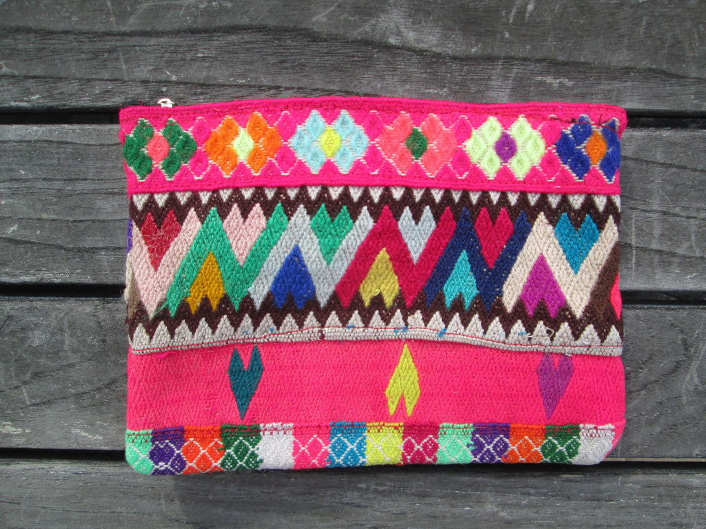 Peruvian Clutch in Beso