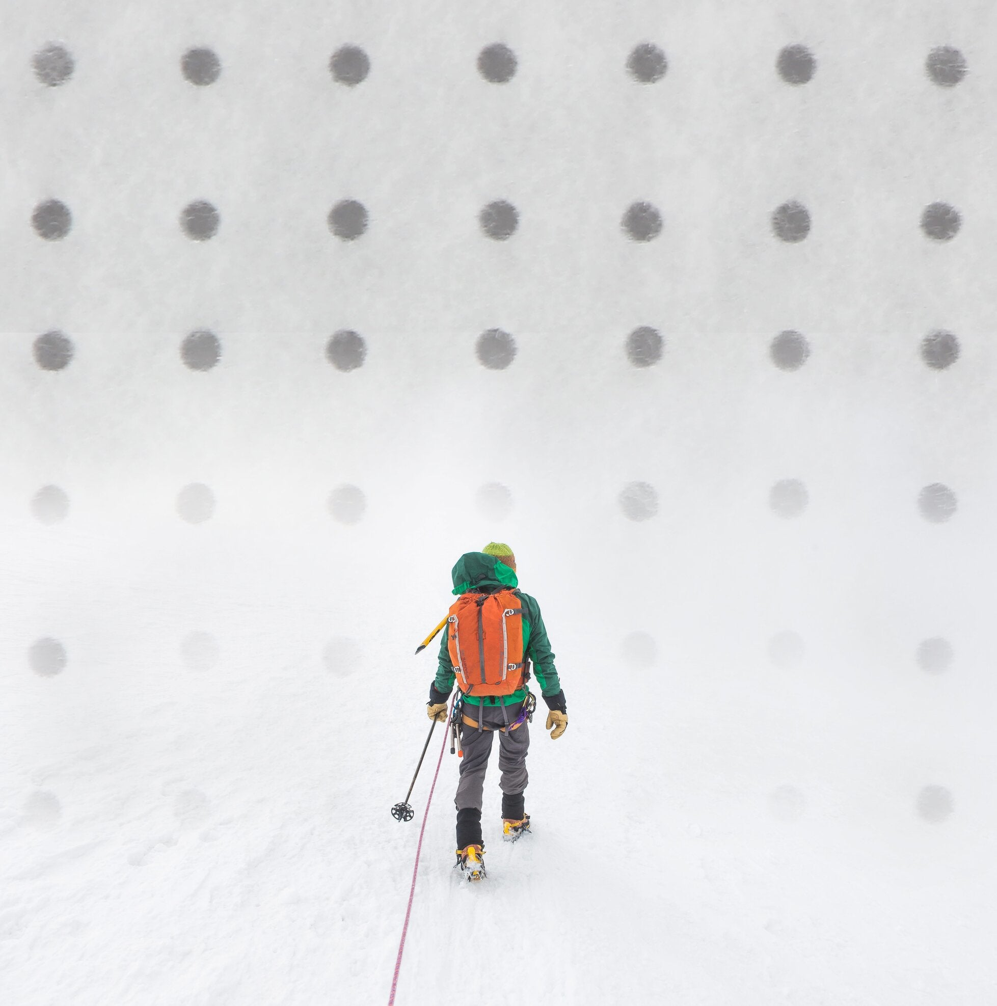 Vivo Performance: Eco breathable recycled insulation with holes man skiing