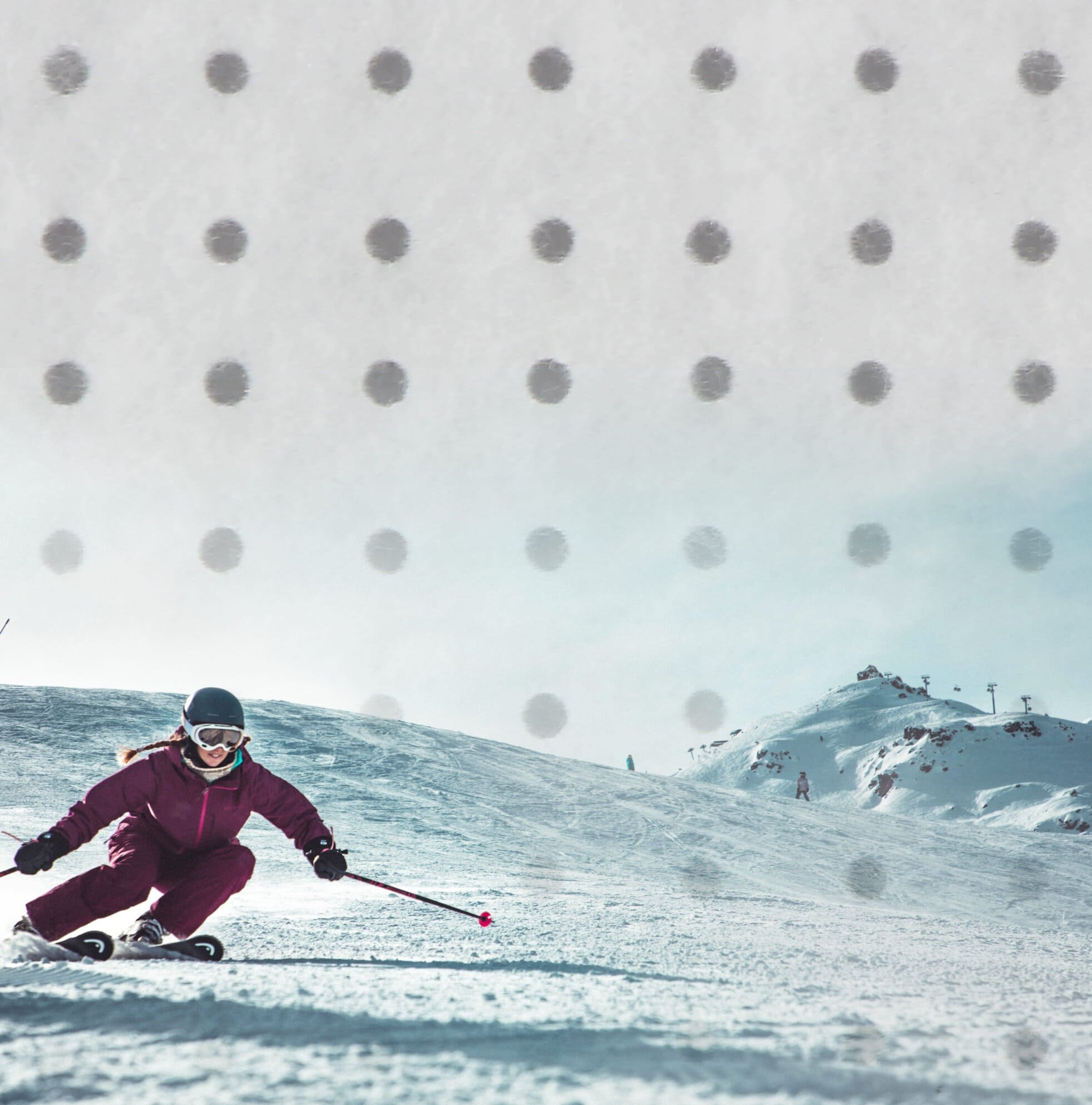 Vivo Performance: Veluti sustainable insulation with holes woman skiing cross country
