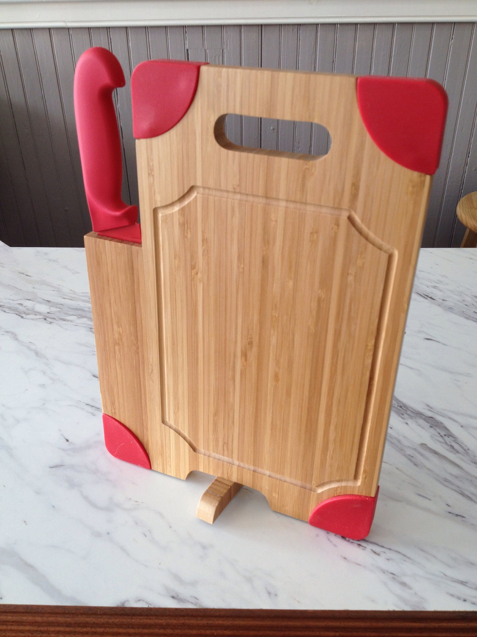 Culina Cutting Board with Knife Set