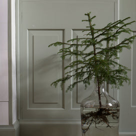 The Minimalist Holiday: 5 DIY Decor Tips from A Merry Mishap article image