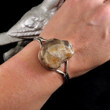 Load image into Gallery viewer, Sunburst Agate Cuff Size Med/Large
