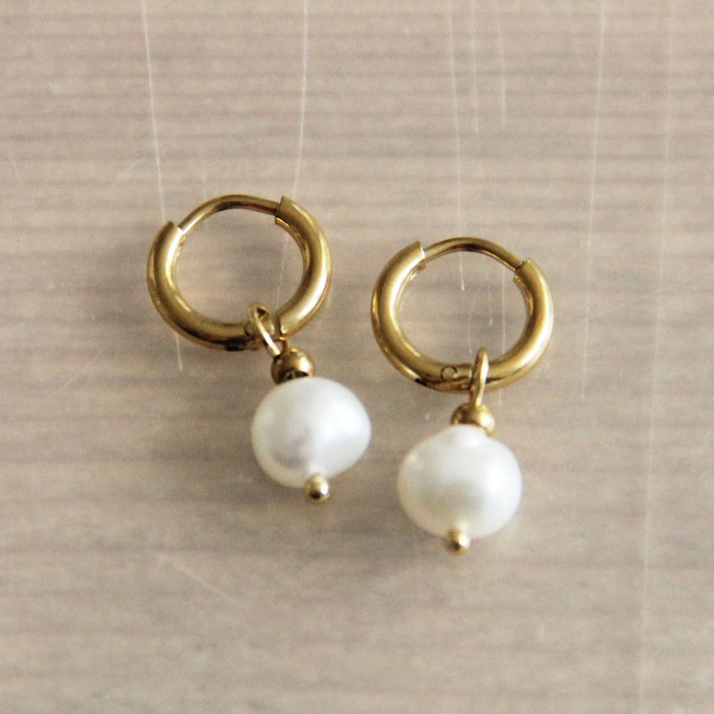 Earrings gold with 1 freshwaterpearl
