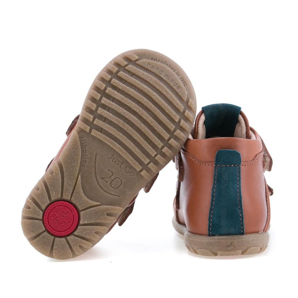 (1084-1) Emel first shoes