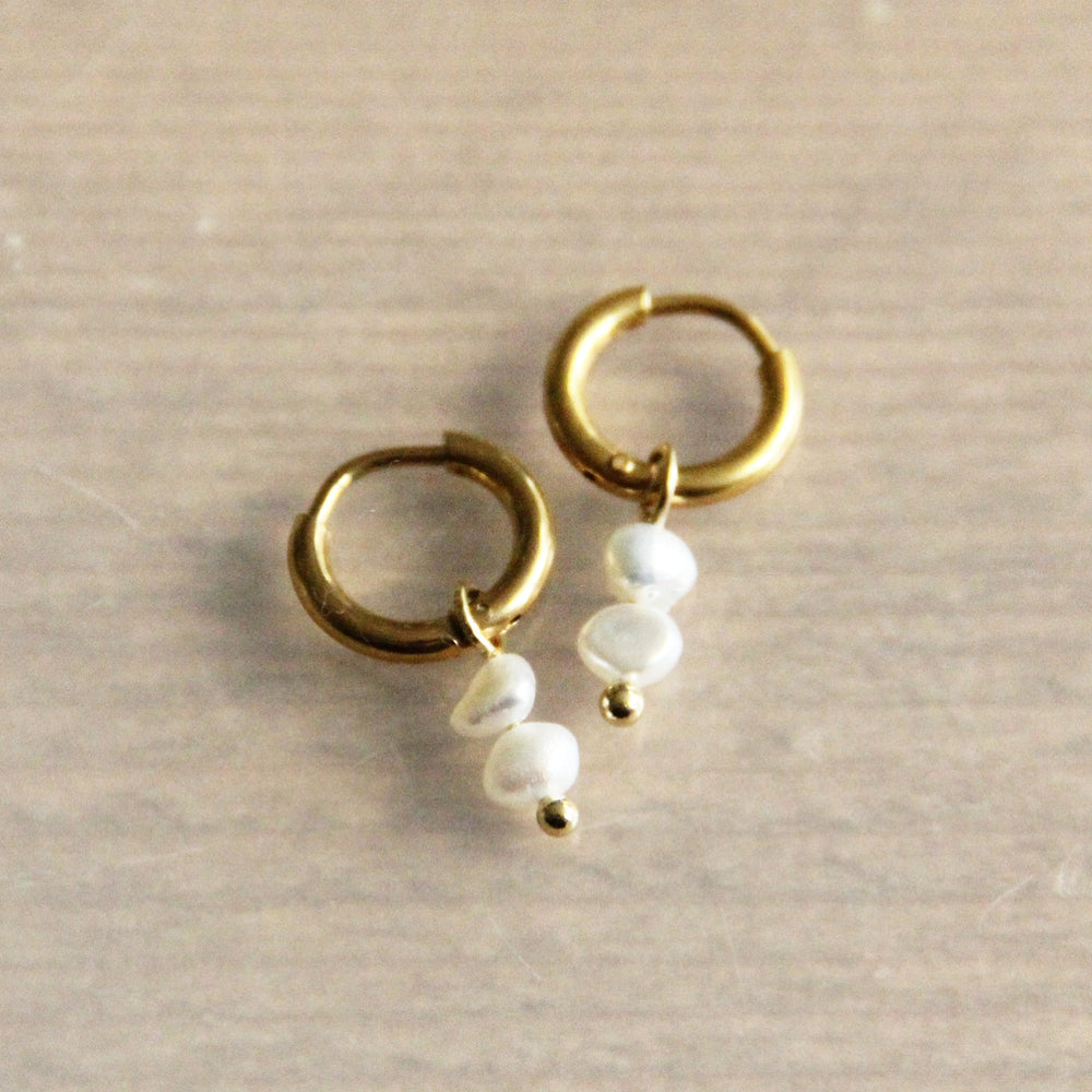 Earrings gold with 2 freshwaterpearls