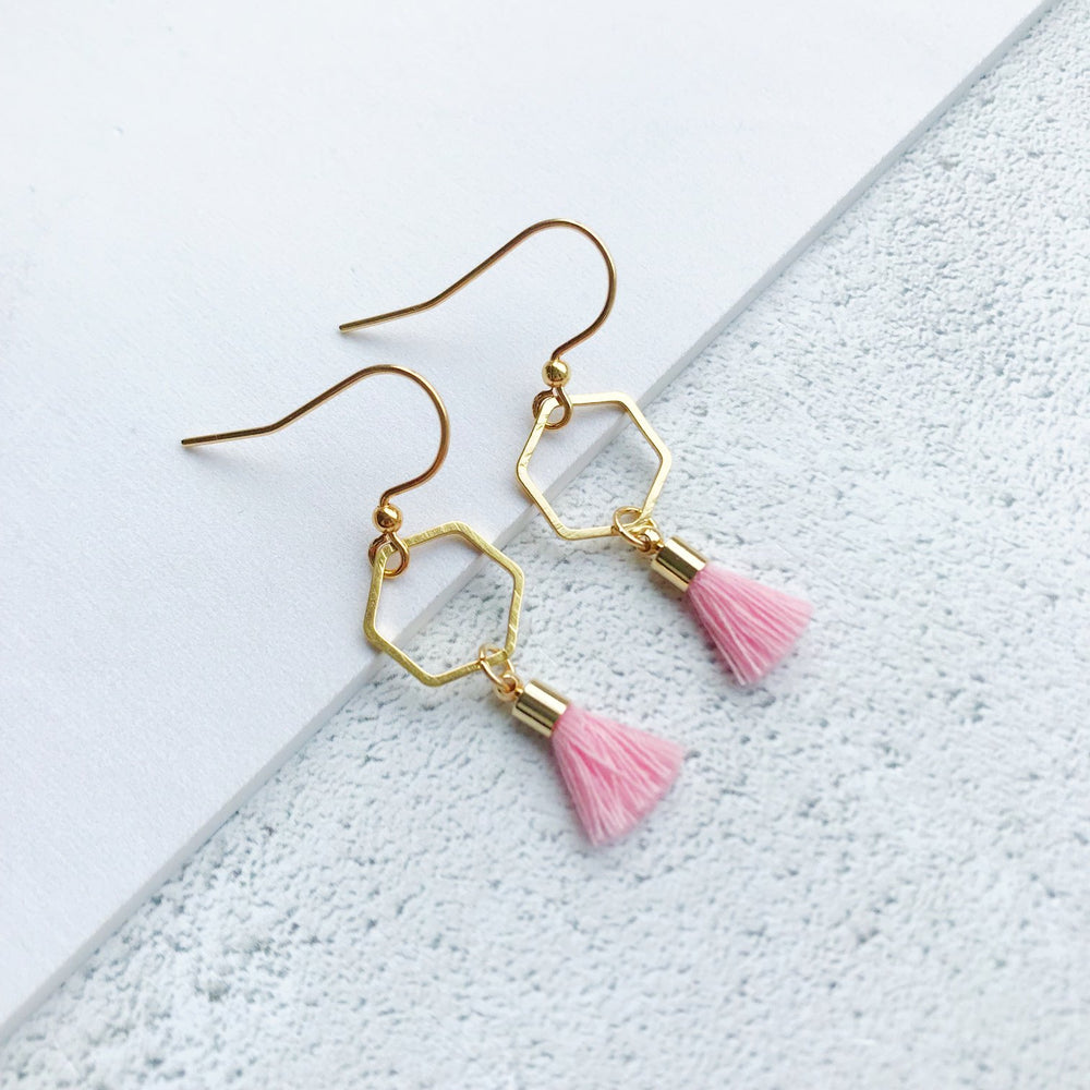 Hexagon tassle earrings gold / light pink