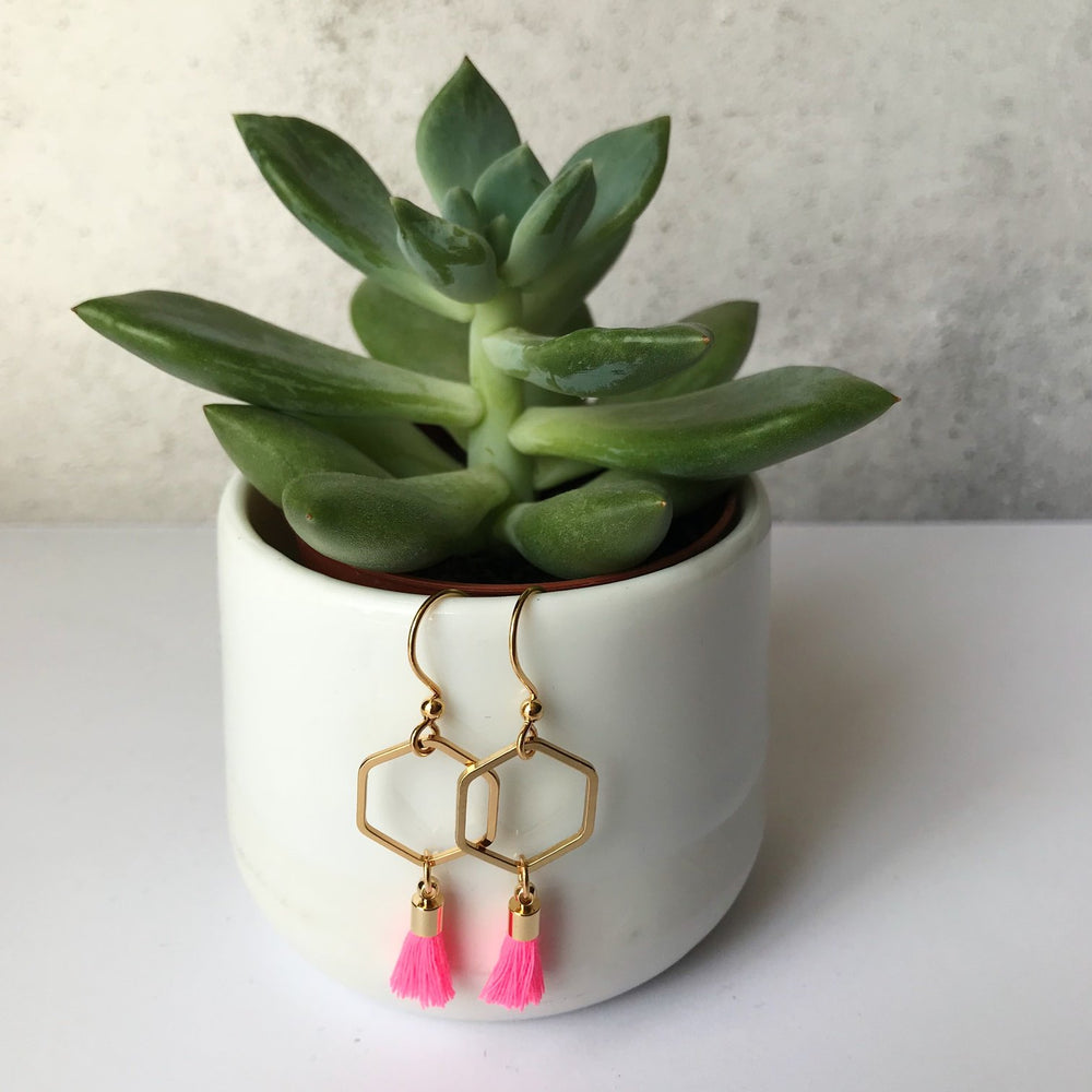 Tassle earrings gold / neon fushia