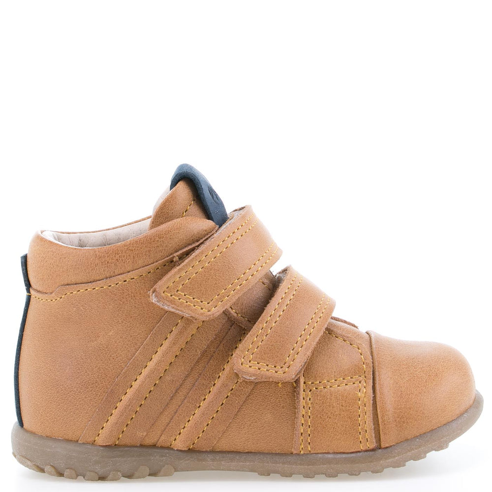 (1084) Emel first shoes