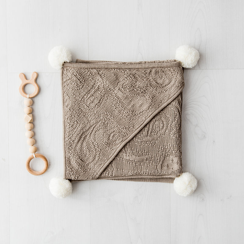 Bamboo hooded blanket with pom poms - beige
