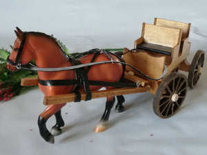 Voiture antique et cheval Mighty Muscle