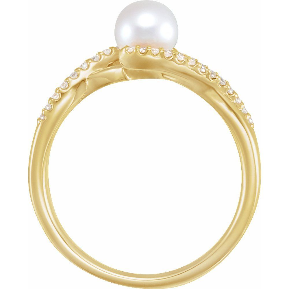 White Freshwater Cultured Pearl And 1/10 Ctw Diamond Ring (12934244)