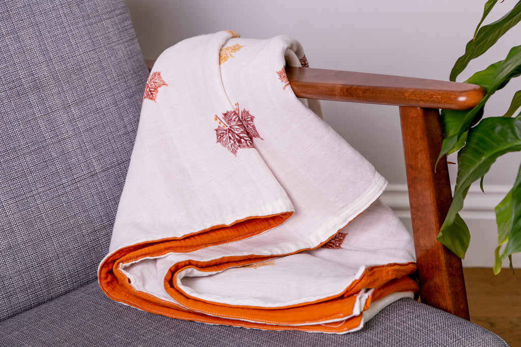 bamboo and cotton double gauze muslin quilt triple layer warm blanket with autumn leaf print