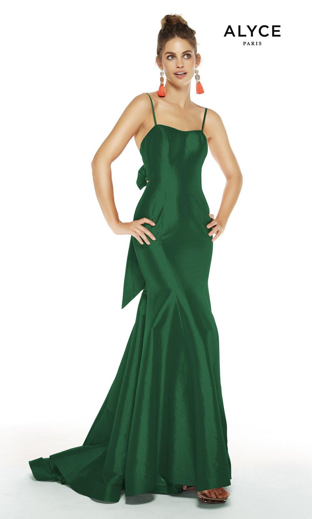 Emerald formal dress with a squared neckline