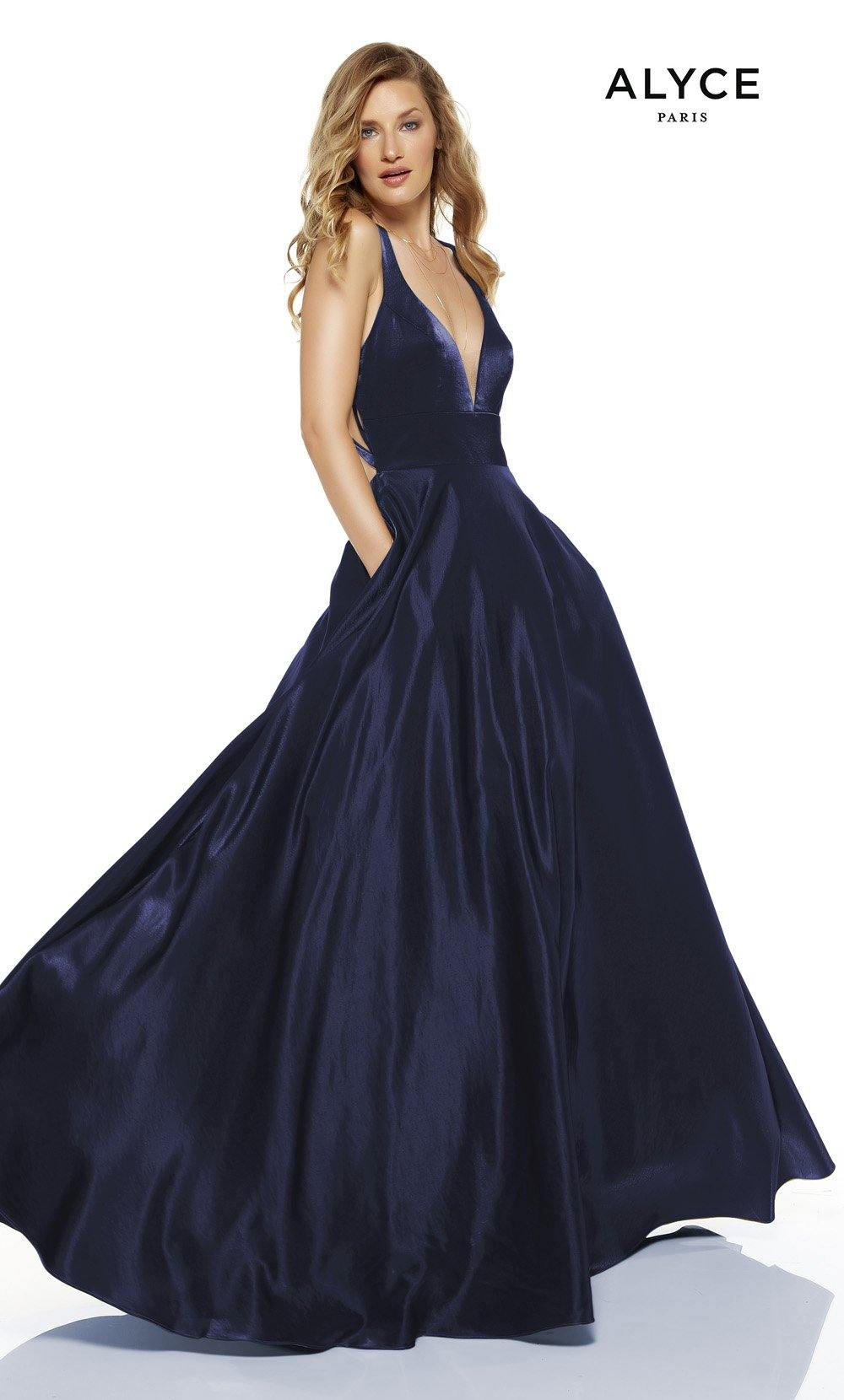 Navy red-carpet gown with pockets and a plunging neckline