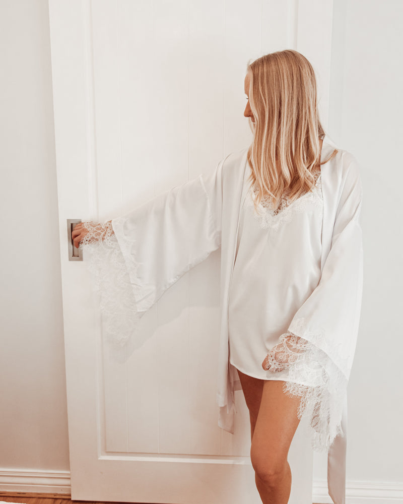 Luxe Personalised White Lace Short Robe - White Lace Details