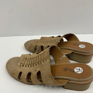 Primary Photo - BRAND: SOFFT STYLE: SANDALS LOW COLOR: GOLD SIZE: 7.5 SKU: 198-19888-24073